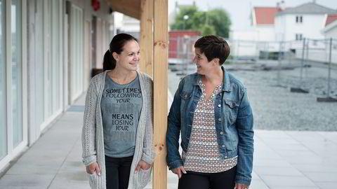 Konditor Ina Krasteva og ordfører Mirjam Ydstebø småprater foran lokalet der Kvitsøy får sin første kafé i september. Krasteva ser for seg mye aktivitet knyttet til veiprosjektet Rogfast. Alle foto: Carina Johansen
