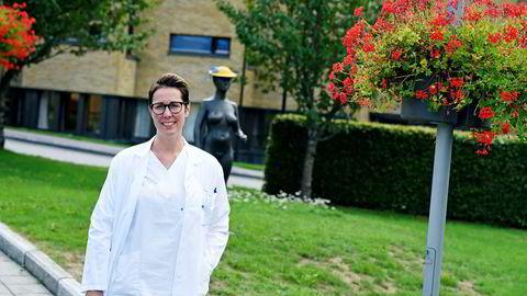 Lege Camilla Eidissen ved Sykehuset Telemark i Skien sparer alt hun «klarer» for å ha økonomisk frihet senere i livet.