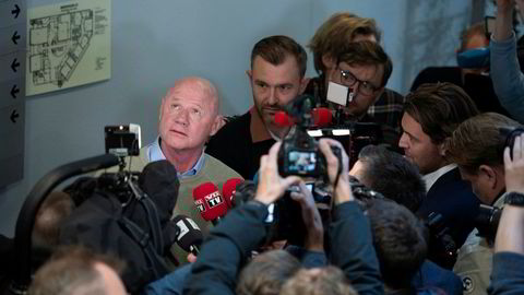 Jan Erik Iversen snakket med pressen i pausen før Kjell Inge Røkkes vitnemål.