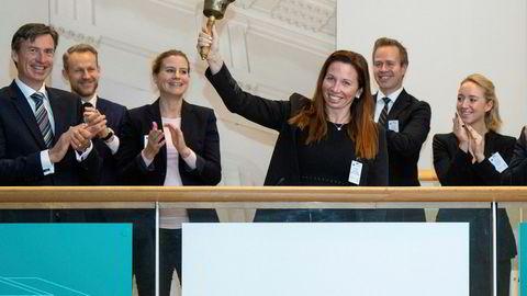 Vaccibody, med gründer Agnete Fredriksen som ringer i bjellen, er et av 13 selskaper som har gått på børs i oktober.