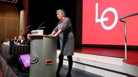 LO-leder Gerd Kristiansen taler på representantskapsmøte i Folkets Hus i Oslo tirsdag.