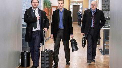 Arne Vigeland (midten) har anket dommen fra tingretten der han tapte kravet om erstatning fra RenoNordens tidligere styre. Advokat Nils Christian Langtvedt til venstre og Per Gunnar Rymer til høyre.
