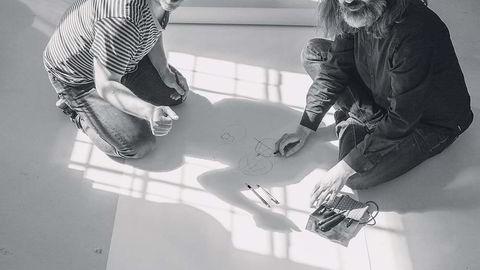 Skogvokterne. – Vi er hele tiden drevet av hva vi synes er spennende akkurat nå. Vi er fort over haugen, sier Simen Svale Skogsrud (til høyre), som for ti år siden startet nettsamfunnet Underskog sammen med Even Westvang. Deres firma Bengler vant nylig en invitert anbudskonkurranse om å bygge nettstedet til Rem Kolhaas' arkitektkontor OMA