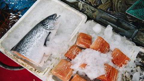 Laks på et fiskemarked. Illustrasjonfoto: Fartein Rudjord