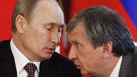 Rosneft-sjef Igor Setsjin (til høyre) og president Vladimir Putin omtales ofte som Russlands ubestridte maktduo.                   Foto: Sergei Karpukhin, Reuters/ NTB Scanpix