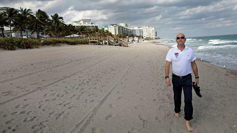 Eiendomsmegler Miguel Sørholt (60) har på ny flyttet sammen med familien, denne gangen til Gran Canaria. Her på stranden i Boca Raton i Florida, der familien bodde frem til i fjor sommer.