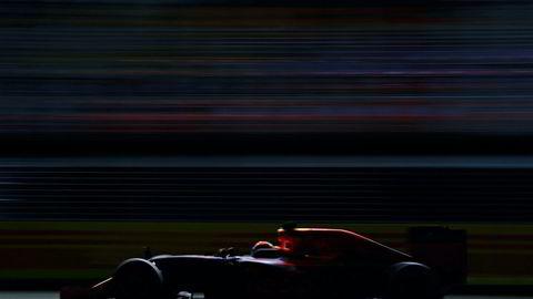 Formel 1-bilen Red Bull RB12 TAG Heuer, kjørt av nederlandske Max Verstappen, her under Formel 1: Singapore Grand Prix, søndag. Foto: Clive Mason/