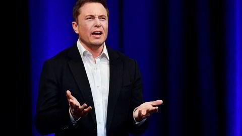 Bare i juni fyrte Elon Musk av 86 Twitter-meldinger med til dels knallharde angrep mot sine kritikere. Nå skal han dempe seg. – Det er min feil, og jeg skal korrigere meg, sier Musk, men legger til at han aldri har angrepet først.