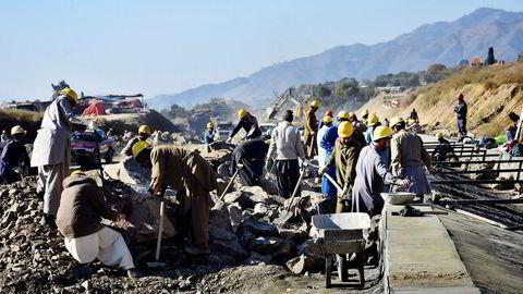 Kina har forpliktet seg til å investere over 350 milliarder kroner i infrastrukturprosjekter i Pakistan som en del av Silkeveien. Tysklands utenriksminister advarer mot Kinas ambisjoner.