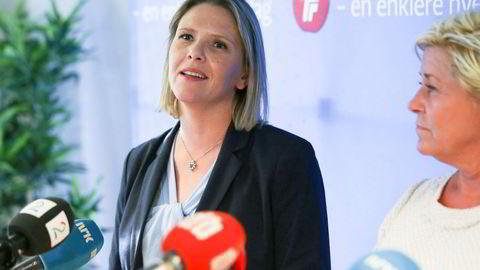 – Jeg synes det er vemodig at Per gikk av på en sånn måte, han har gjort en fenomenal innsats gjennom mange år, sier Sylvi Listhaug, her sammen med partileder Siv Jensen etter at hun ble konstituert som nestleder.