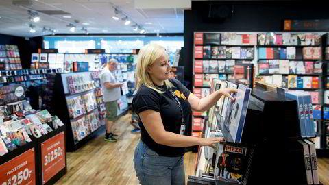 Mia-Elise Granlund er assisterende butikksjef på Platekompaniets største butikk, og har jobbet i Platekompaniet siden 2005. Hun er særlig glad i lp-plater, men forteller at hun fortsatt har cd-spilleren stående fremme hjemme.