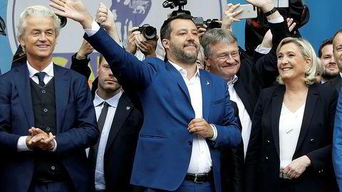 Italias innenriksminister Matteo Salvini har stått i spissen for et forsøk på å samle en større blokk av partier på høyre flanke i Europaparlamentet. Til venstre for Salvini står Geert Wilders, til høyre Jörg Meuthen og Marine Le Pen.