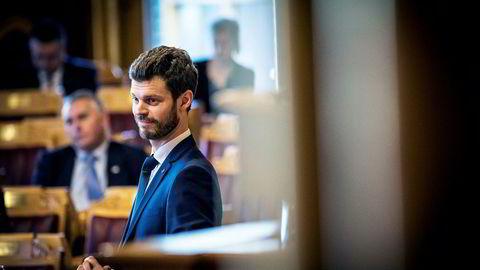 Rødt og partileder Bjørnar Moxnes klatrer over sperregrensen i april og gjør mulige regjeringskabaler mye vanskeligere.