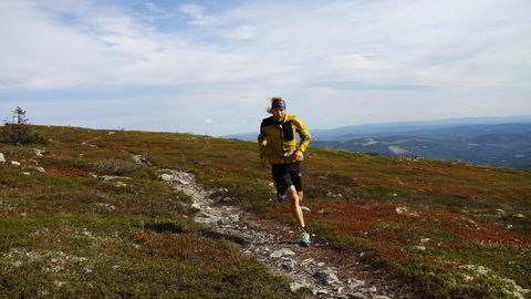 Sondre Amdahl får invitasjoner fra ulike verdenshjørner til ultraløp som ofte kan vare rundt et døgn eller mer. Det er på stiene i Trysil at grunnlaget er blitt lagt. Begge foto: Nils Christian Mangelrød