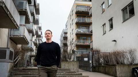 Christopher Gulbrandsen (32) har både solgt og kjøpt bolig før visning. Her går han gjennom boligområdet han snart skal flytte inn i på Grønland i Oslo.