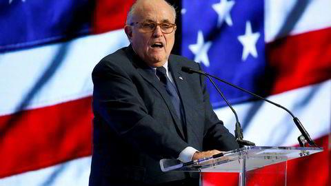Donald Trumps advokat Rudy Giuliani korrigerer sine tidligere uttalelser nok en gang.