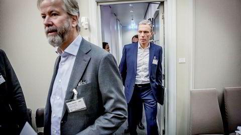 Schibsteds styreleder Ole Jacob Sunde (til venstre) ber generalforsamlingen forenkle styringen av den internasjonale rubrikkvirksomheten, der Rolv Erik Ryssdal er toppsjef.