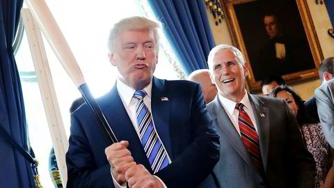 Mandag ble det arrangert «Made in America-day» i Det hvite hus. President Donald Trump gikk rundt og testet ut nasjonale produkter og fikk visepresident Mike Pence til å le.