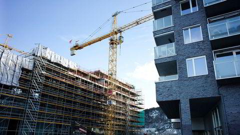 Selv om det var en oppgang på to prosent i salget av nye boliger i juni, falt nyboligsalget med to prosent i andre kvartal. Her boliger på Sørenga i Oslo.