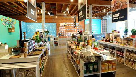 Hva om det for eksempel blir fem slike «brandless»-nettbutikker: Brandless, NoBrand, Brandaway, Brands are not Us og BrandBan? Hvordan skal kundene velge mellom disse fem nettbutikkene? Hvordan skal den enkelte butikken skille seg ut? Her fra av nettbutikken Brandless' pop-up-butikk i Los Angeles, California.