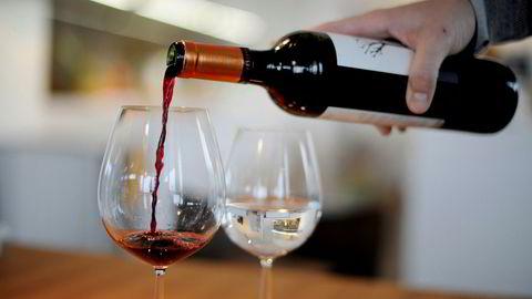 Fransk vin kan bli dyr i USA dersom president Donald Trump gjør alvor av sin trussel om å innføre høye tollsatser.