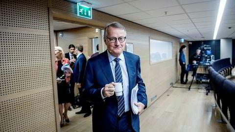 DNB-sjef Rune Bjerke foreslår at mer enn halvparten av overskuddet sendes videre til eierne. Torsdag morgen la han frem fjerdekvartalstallene i Bjørvika. Foto: