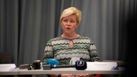 Finansminister Siv Jensen (Frp) er klar for å finne riset bak speilet for å stramme opp forbrukslånsbankene.