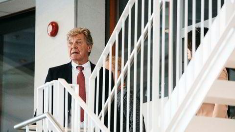 Styreleder Bjørn H. Kise i Norwegian under fredagens ekstraordinære generalforsamling på Fornebu, der han kommenterte interessen fra britiske IAG, som eier British Airways. På den vanlige generalforsamlingen i mai vil flere eiere stemme for å ta fra ham et viktig verv.
