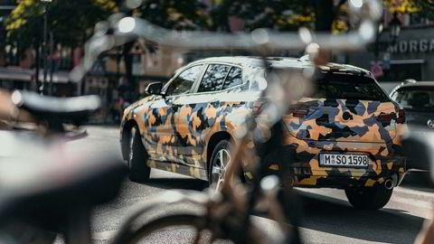 Til tross for at det er BMWs egne bilder, velger selskapet å ta «spion-aktige» bilder av den nye X2.