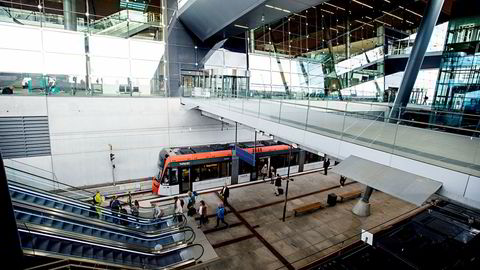 Ny kontrakt om å drive Bybanen i Bergen skaper strid. Her fra banens arm til ny terminal på Flesland flyplass.