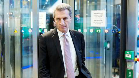 EUs budsjettkommissær Günther Oettinger er fornøyd hvis alle klager. Nå klager de mest i de tidligere østblokklandene i Sentral-Europa.