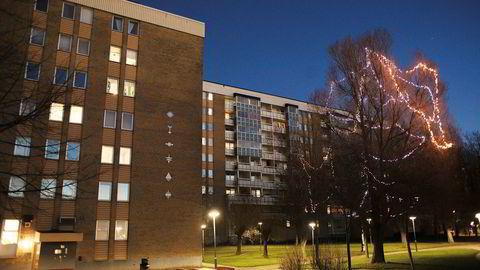 Ivar Tollefsens eiendomsimperium Heimstaden kjøpte seg i fjor opp i et selskap som eier 1600 leiligheter i dette blokkområdet i den belastede Malmö-bydelen Rosengård. Barndomshjemmet til fotballstjernen Zlatan ligger i blokken til venstre.