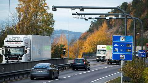 Automatisk bompengestasjon på Mosseveien inn mot Oslo.