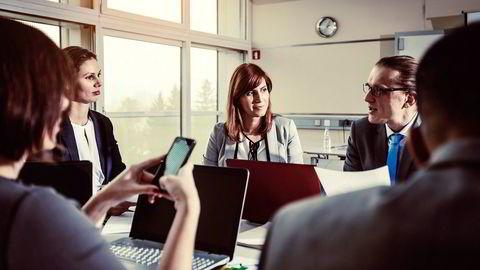 Mobilbruk forstyrrer andre deltagere på møtet. Det går fort utover andre sin konsentrasjon. De blir lett irritert og distrahert og det påvirker igjen stemningen, flyten og fremdriften i møtet.