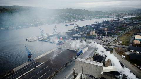 Herøya i Porsgrunn er et samlested for norske industribedrifter, og mange av disse har høy eksportandel. Nå indikerer PMI-tallene at denne typen bedrifter får færre ordre enn før.
