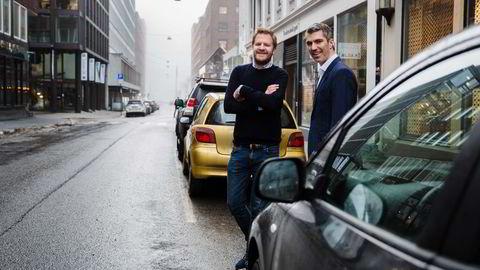 Fra venstre administrerende direktør Even Heggernes og styreleder Jacob Tveraabak i Nabobil. Foto: Per Thrana
