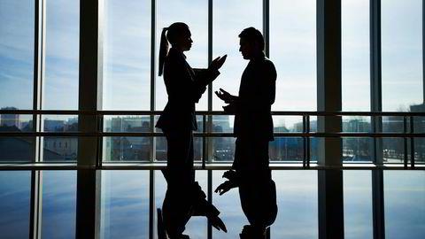 Når ansatte møter motstridende krav tenker de «jeg er revisor» eller «jeg jobber for en viktig kunde» heller enn «jeg er ansatt selskap X», skriver artikkelforfatterne.  Foto: Istock