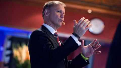 Finansdirektør Lars Christian Bacher i Equinor bidro til god stemning under Pareto-konferansen onsdag.