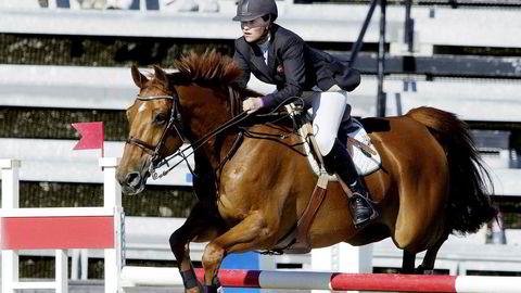 Prinsesse Märtha Louise og hesten Ecu de Mieukestelt på vei over et hinder under NM i lag-sprangridning i 2003.