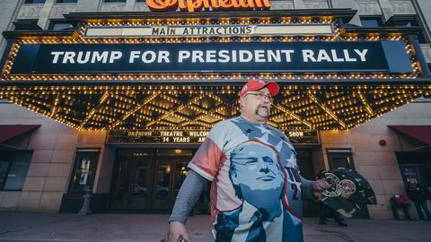 Randal Thom har heiet på Donald Trump siden ifjor sommer. -Ingen trodde på ham, sier Thom før et valgmøte med Trump i Sioux City i Iowa søndag. Foto: Johannes Worsøe Berg
