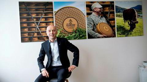 Tines nye konsernsjef Gunnar Hovland har bare så vidt begynt i jobben før det blir tatt nye rasjonaliseringsgrep i det dominerende meierikonsernet.