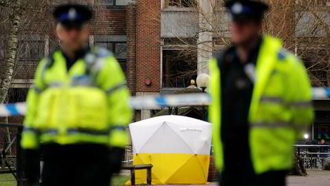 Britisk politi har sikret et område i Salisbury i forbindelse med at en russisk eksspion og datteren hans ble utsatt for nervegift i byen. Begge ble kritisk skadd, men overlevde. Bildet ble tatt i mars 2018