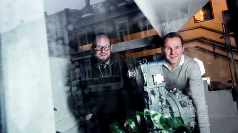 Teknologidirektør Harald Nes Rislå (til venstre) og finansdirektør Helge Gitmark Valeur i Viking Heat Engines i Kristiansand har fått tilsagn om lån på nær 300 millioner kroner fra Den europeiske investeringsbanken (EIB).