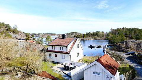 Denne boligen, som ligger midt mellom Arendal og Tvedestrand, ble én million dyrere etter at boplikten ble opphevet. Foto: Fokus Foto