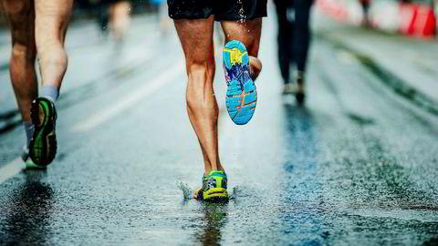 Mange har ment at for å løpe raskt må man lande på forfoten. Nå viser det seg at ikke bare de fleste, men også de beste lander på hælen.