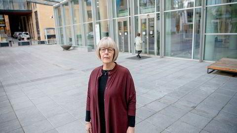 Statssekretær Anne Grethe Erlandsen i Helse- og omsorgsdepartementet forventer at sykehusene følger samme regler som alle andre arbeidsgivere når de ansetter leger i begynnerstillinger.