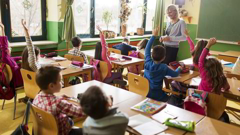 Rike foreldre snakker med barne sine tre timer i uken mer enn fattige foreldre. Foto: Istock