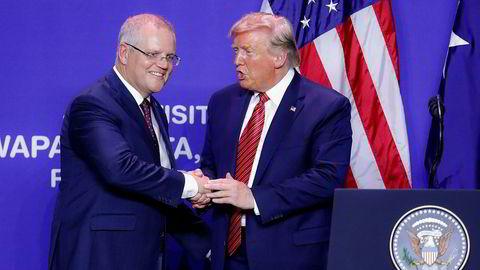 President Donald Trump (til høyre) skal nylig ha lagt press på Australias statsminister Scott Morrison om å hjelpe til med å sette Trump i et bedre lys.