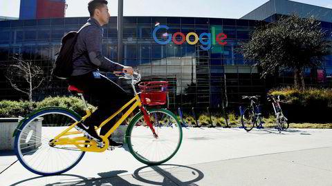 Wang Li levde for noen få år siden ut den amerikanske drømmen. Han var uteksaminert fra Princeton, fikk seg jobb hos Google og kjøpte en romslig leilighet i Silicon Valley. Her sykler en syklist forbi Googles lokaler i California.