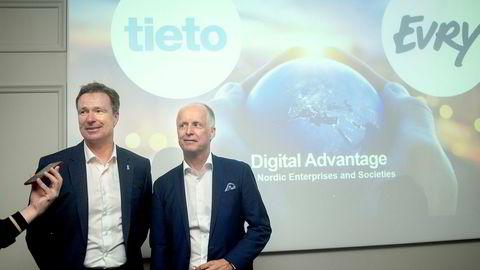 Tirsdag presenterte Evry-sjef Per Hove (til venstre) og Tieto-sjef Kimmo Alkio fusjonsavtalen de to selskapene har blitt enig om.